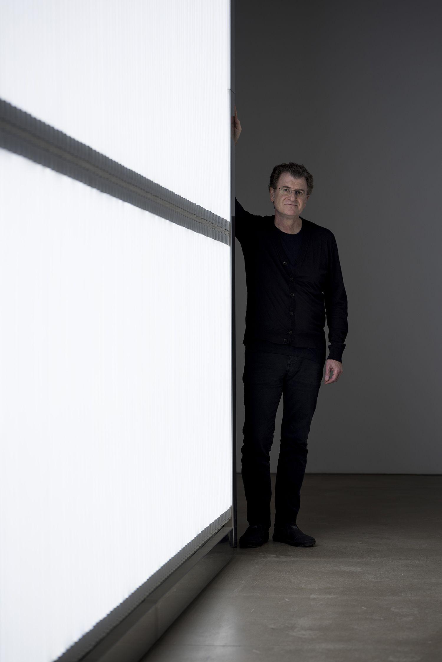 (قسمت ۶) یازده هنرمند معاصر راهبردهایی برای بیشترین استفاده از فرصتِ کار از خانه ارائه میکنند: آلفِرِدو خار (Alfredo Jaar)