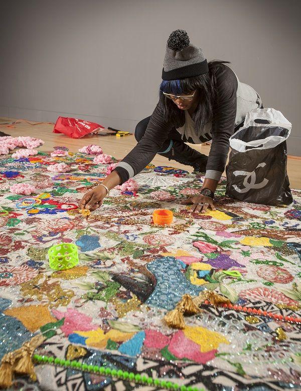 (قسمت ۵) یازده هنرمند معاصر راهبردهایی برای بیشترین استفاده از فرصتِ کار از خانه ارائه میکنند: اِبِنی جی. پَتِرسِن (Ebony G. Patterson)